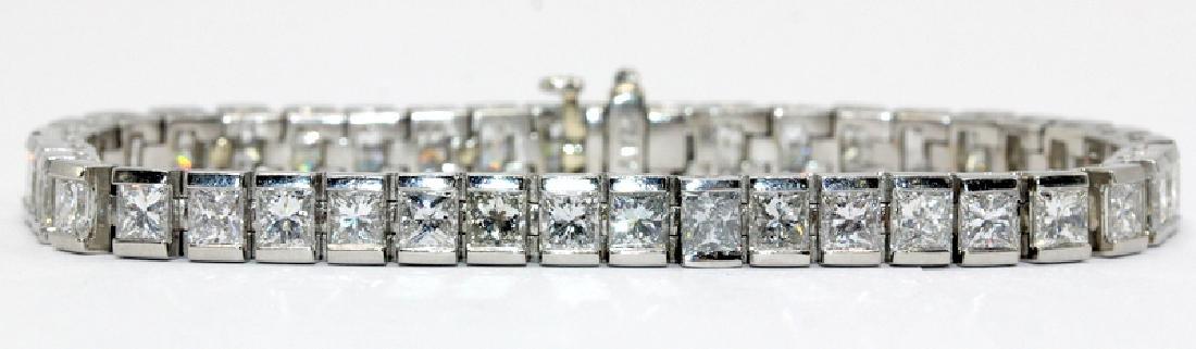 Contemporary diamond tennis bracelet