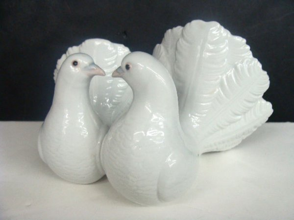 "607: LLADRO SPAIN FIGURE ""COUPLE OF DOVES"""