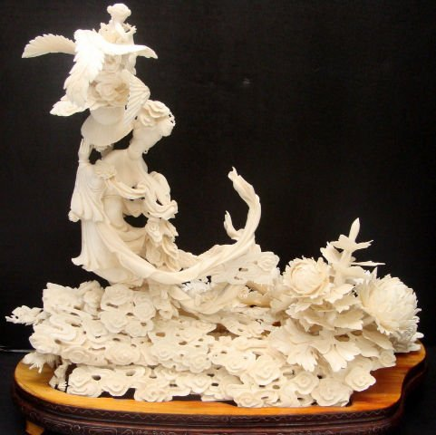617: BREATHTAKING HAND CARVED IVORY QUAN YEN FIGURE