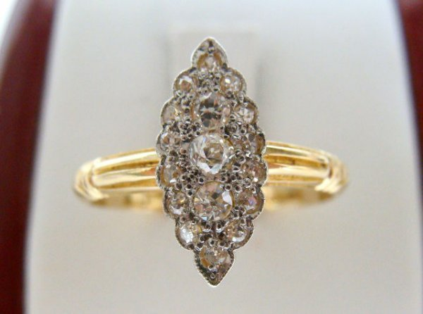 612A: 18KT GOLD .40CTW DIAMOND CLUSTER RING