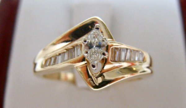 615A: 14KT GOLD SMALL DIAMOND RING