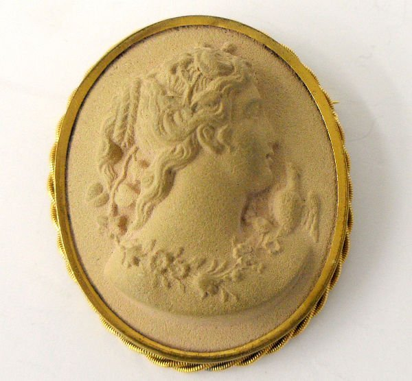 210: 18KT YELLOW GOLD CAMEO BROOCH