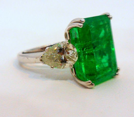 206: Rare & Impressive Platinum Emerald & Diamond Ring - 2