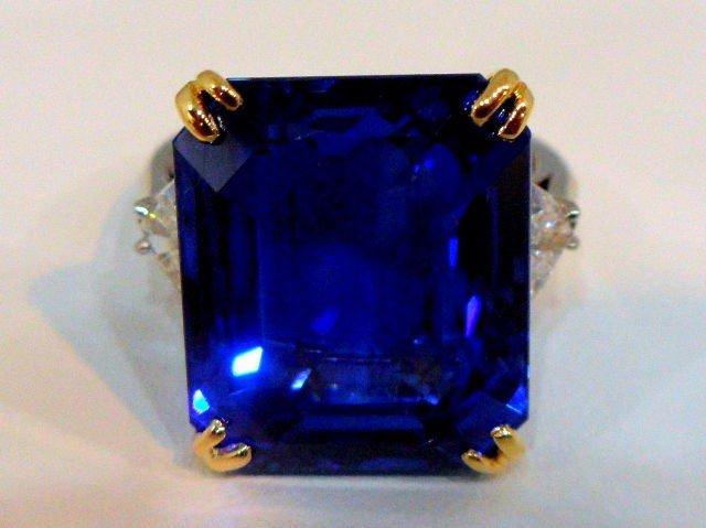 292:EXTREMLY RARE 23.53Ct Burma Sapphire & Diamond Ring