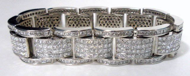214: Very Fine Massive Contemporary Diamond Bracelet