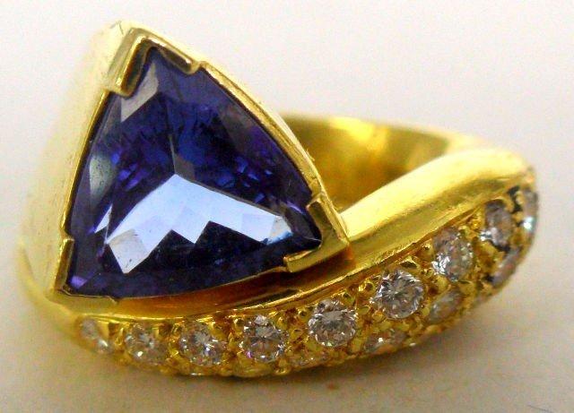 519C: Exquisite 18k YG Diamond & Tanzanite Ring.