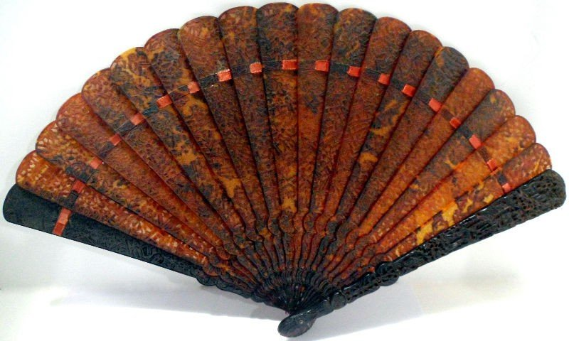 108A: Chinese 19th Century Tortoise Shell Fan