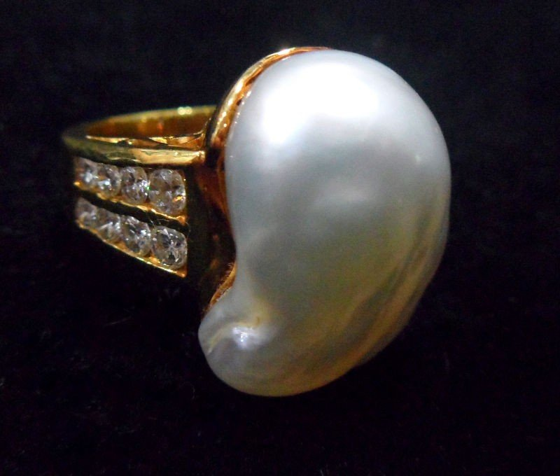 710A: 18K YG Diamond and Baroque Cultured Pearl Ring