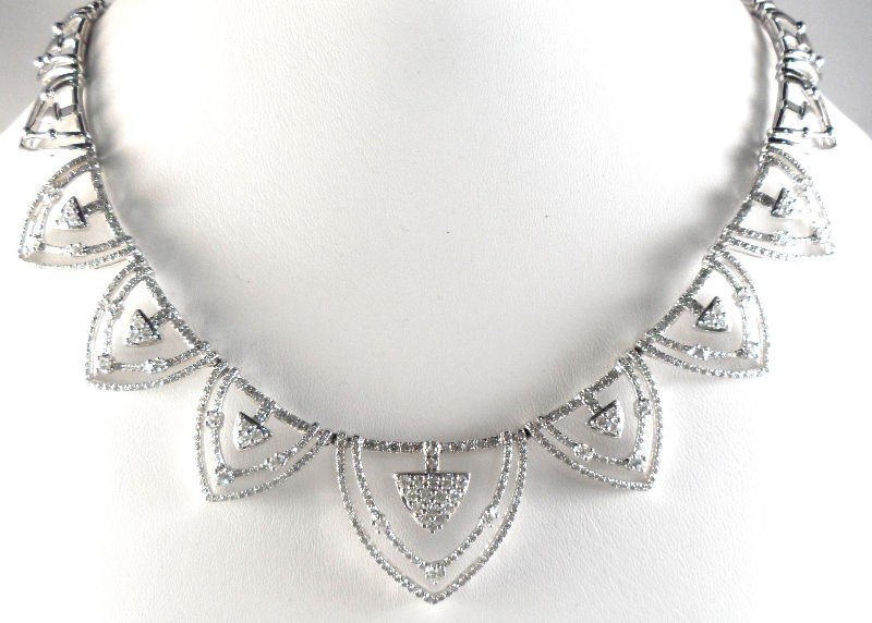 15A: 18K White Gold and Diamond Necklace