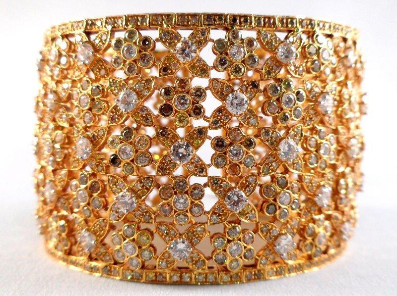206A: 18K Yellow Gold Ladies Bangle Bracelet