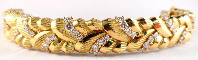 215A: 18K Yellow Gold Ladies Diamond Bracelet