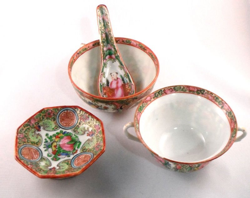 846: Chinese Rose Medallion Serving Pieces (3)