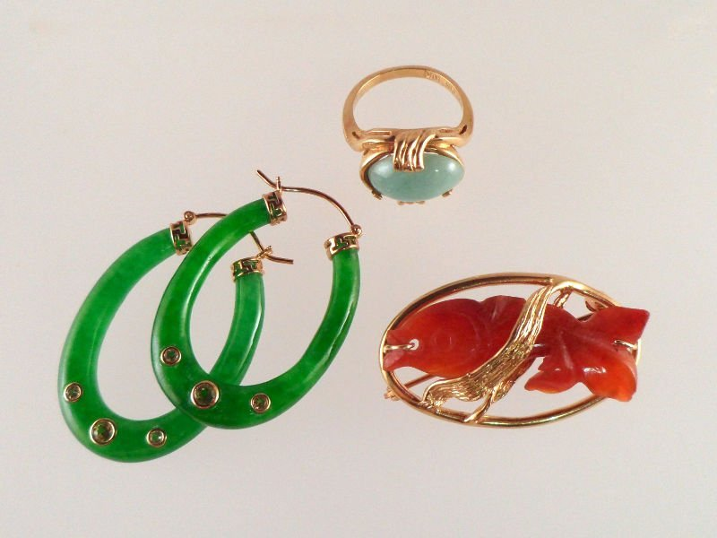 811A: Misc. Lot of Jade and Carnelian Gold Jewelry