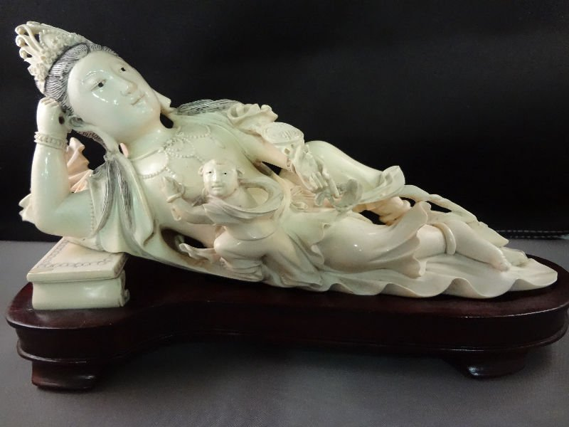 60A: Chinese Carved Ivory Empress