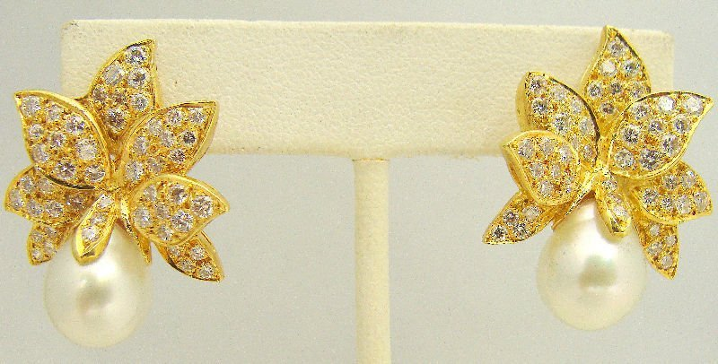 502A: 18Kt YG 3.5Ct Diamond & Pearl Earrings