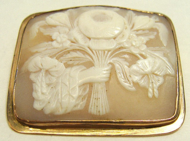 504A: 10Kt Yellow Gold Cameo