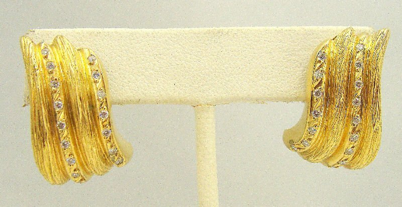 512A: 18Kt Yellow Gold .67Ct Diamond Earrings