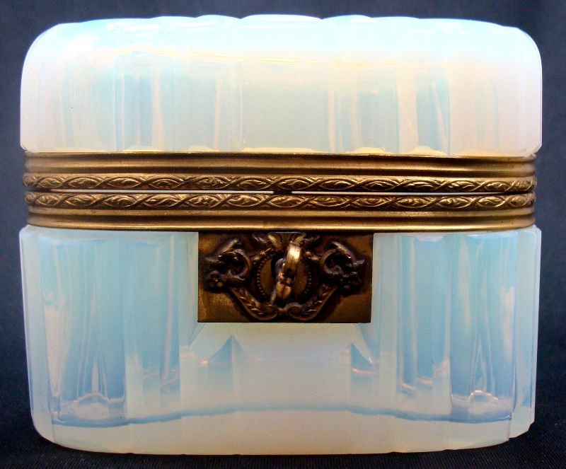 1: Opaline Oval Covered Box
