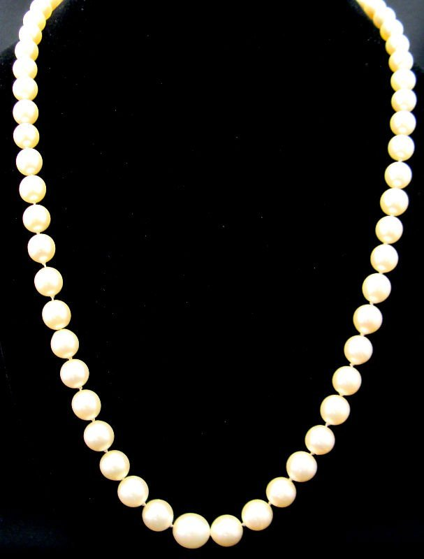 810A: Graduated Cultured Pearl Necklace