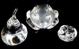 3 Pc Steuben Crystal Frogs  Pear