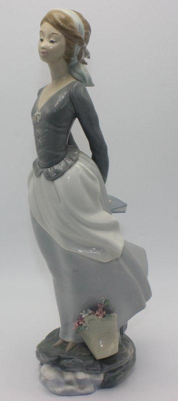 "Lladro ""Sea Breeze"" #4922 Porcelain Figure"