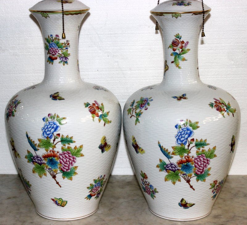 "Pair of Rare Herend ""Queen Victoria"" Porcelain Lamps - 2"