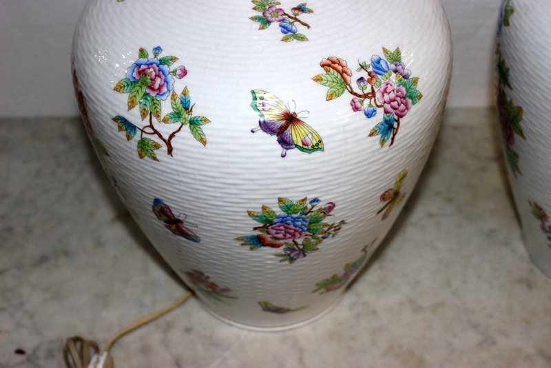 "Pair of Rare Herend ""Queen Victoria"" Porcelain Lamps - 7"