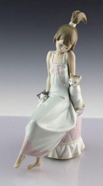 "Lladro ""Bedtime Girl w/ Cats"" #5443 Porcelain Figure"