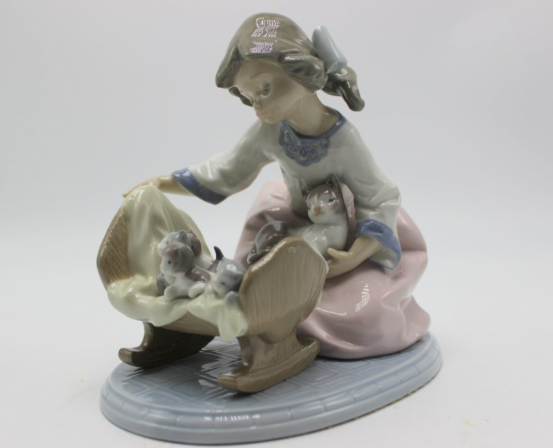 "Lladro "" A Cradle Of Kittens"" #5784 Porcelain Group"