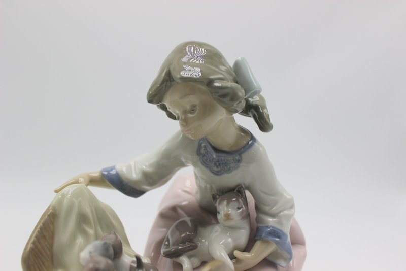 "Lladro "" A Cradle Of Kittens"" #5784 Porcelain Group - 3"