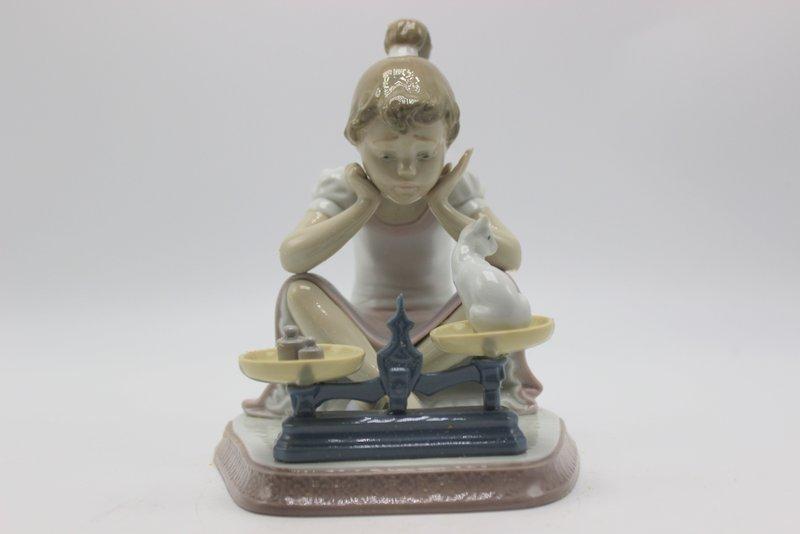 "Lladro ""How You've Grown"" #5474 Porcelain Figure"