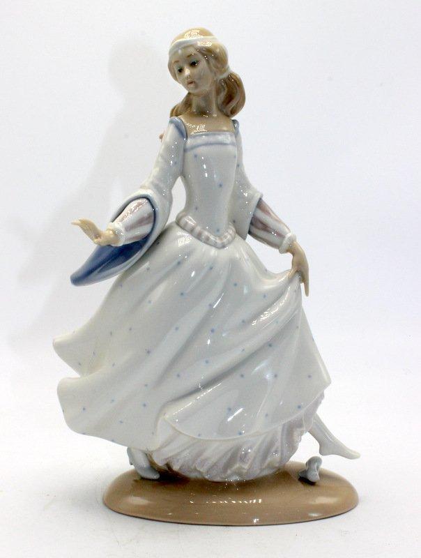 "Lladro ""Cinderella"" #4828 Porcelain Figurine"