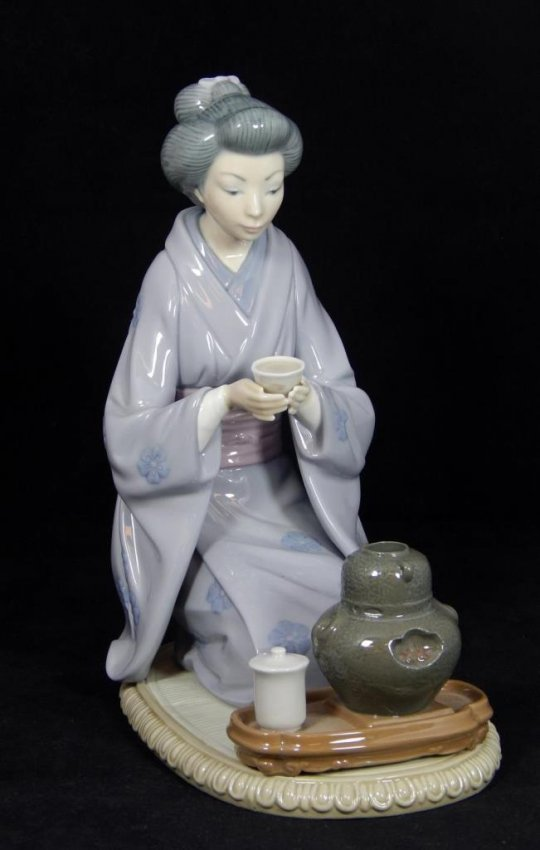 "Lladro ""August Moon"" #5122 Porcelain Figure"