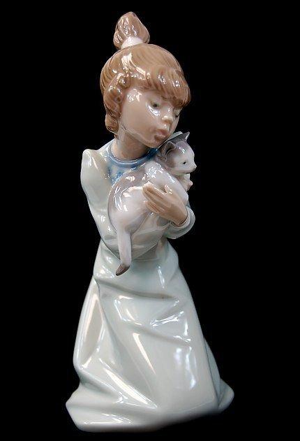 """Lladro """"Sleepy Kitten"""" #05712 Porcelain Figure"""