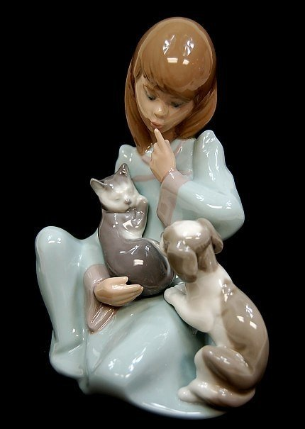 """Lladro """"Cat Nap"""" #5640 Porcelain Group"""