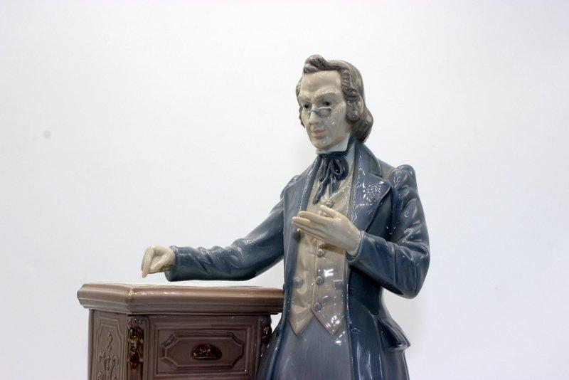 "Lladro ""The Lawyer"" #5213 Porcelain Figure - 2"