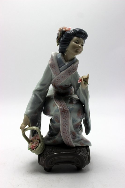 "Lladro ""Yuki"" #1448 Porcelain Figure"