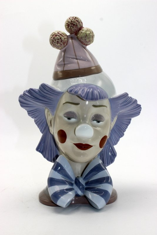 "Lladro ""Reflecting Clown"" #5612 Porcelain Figure"