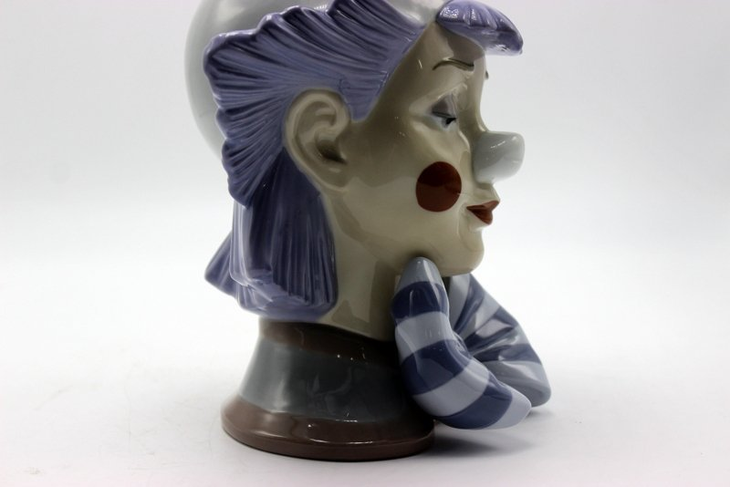 "Lladro ""Reflecting Clown"" #5612 Porcelain Figure - 4"