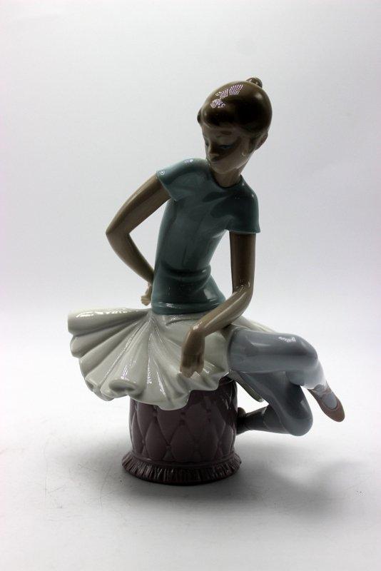 """Lladro """"Julia"""" #1361 Porcelain Figure"""