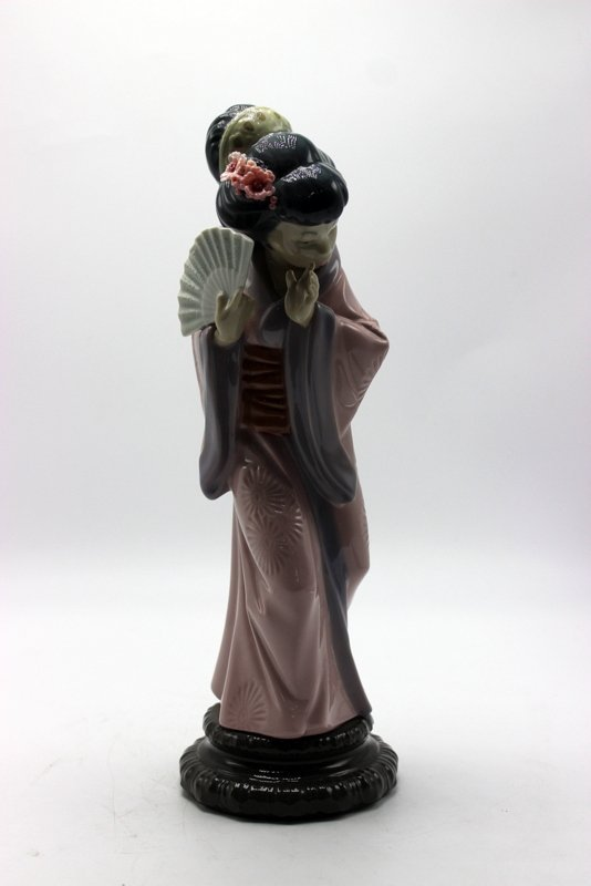 "Lladro ""Timid Chrysanthemum"" #4990 Porcelain Figure"