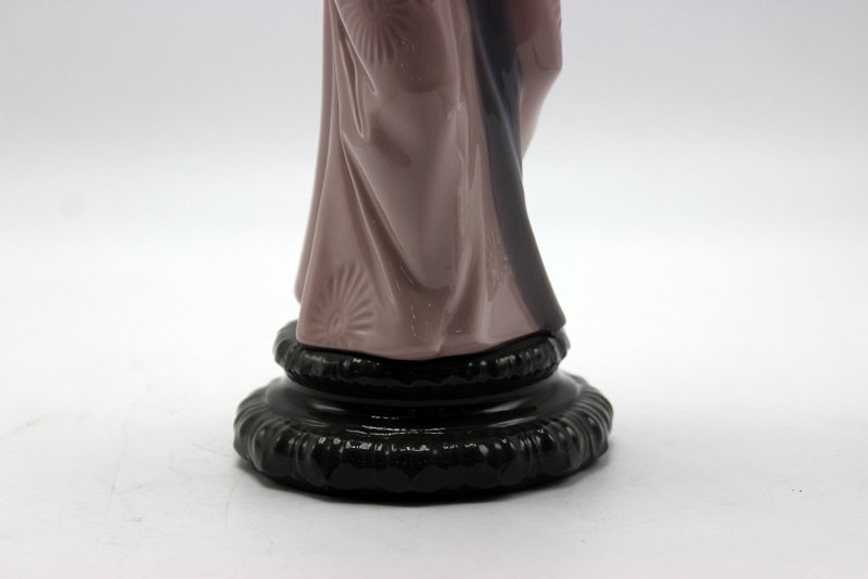 "Lladro ""Timid Chrysanthemum"" #4990 Porcelain Figure - 3"