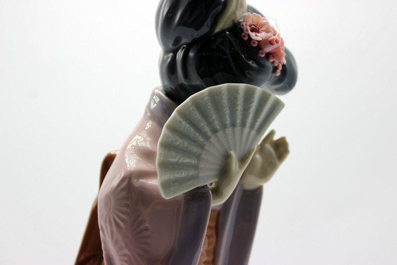 "Lladro ""Timid Chrysanthemum"" #4990 Porcelain Figure - 4"