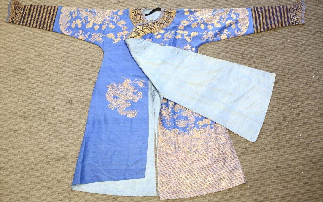 19th Century Chinese Embrodered Silk Robe - 4