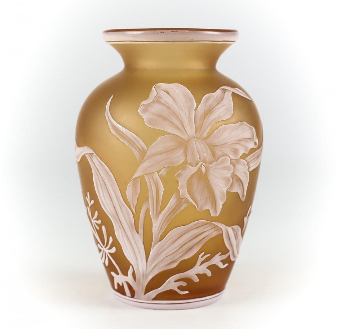Thomas Webb Cameo White Flower vase