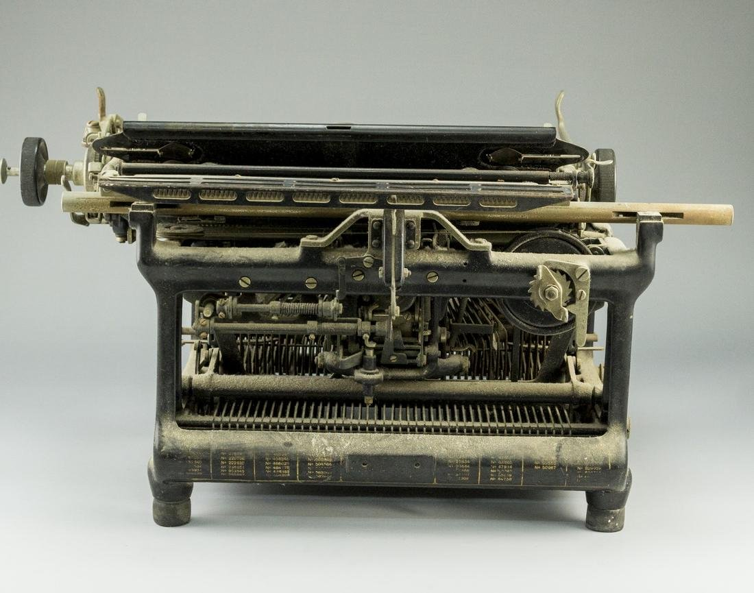 German Hebrew Typewriter - 6