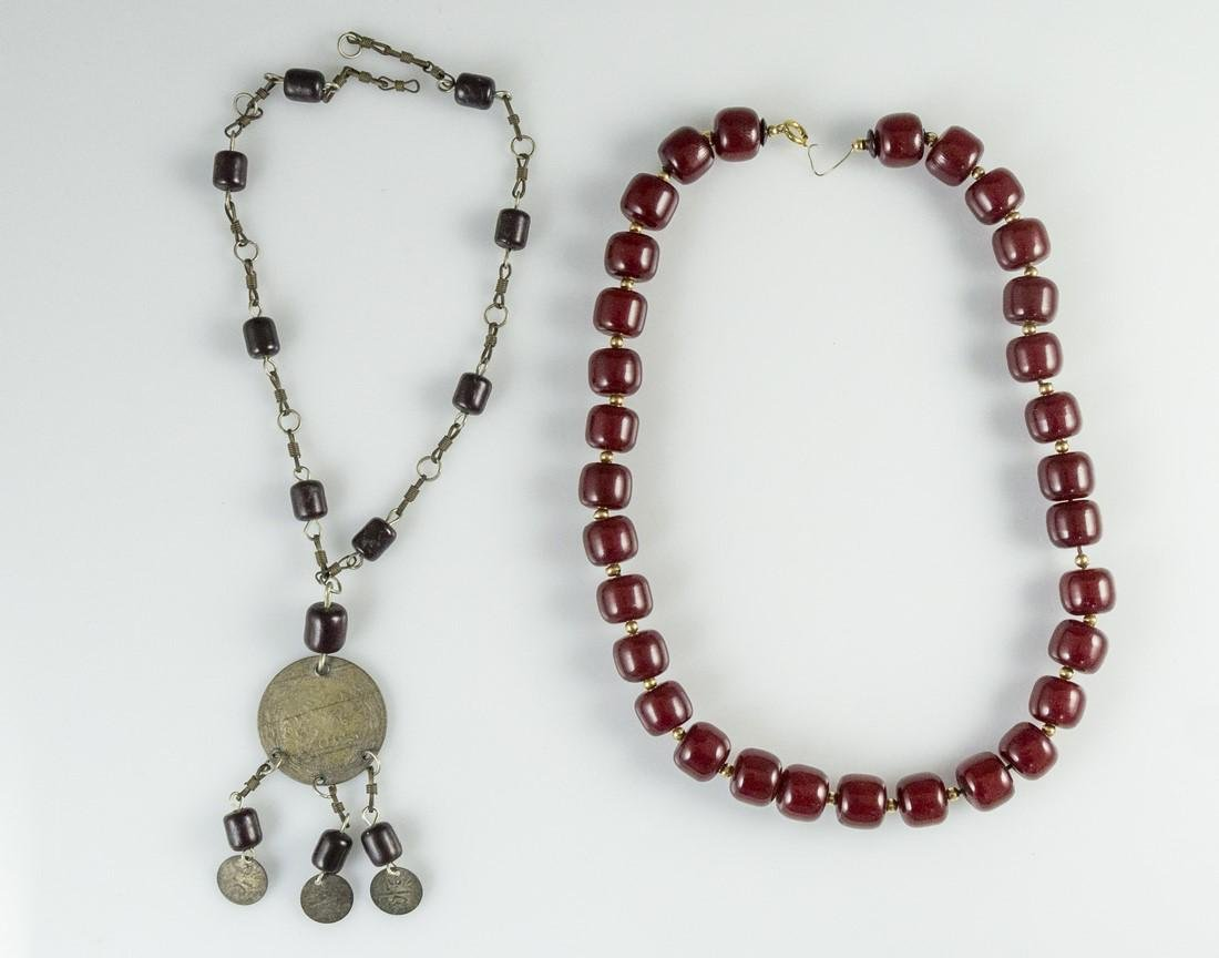 Lot of two Necklaces