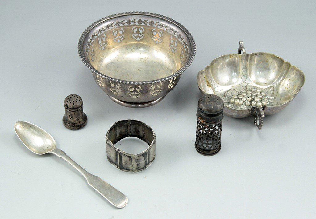 Lot of miscellaneous silver items