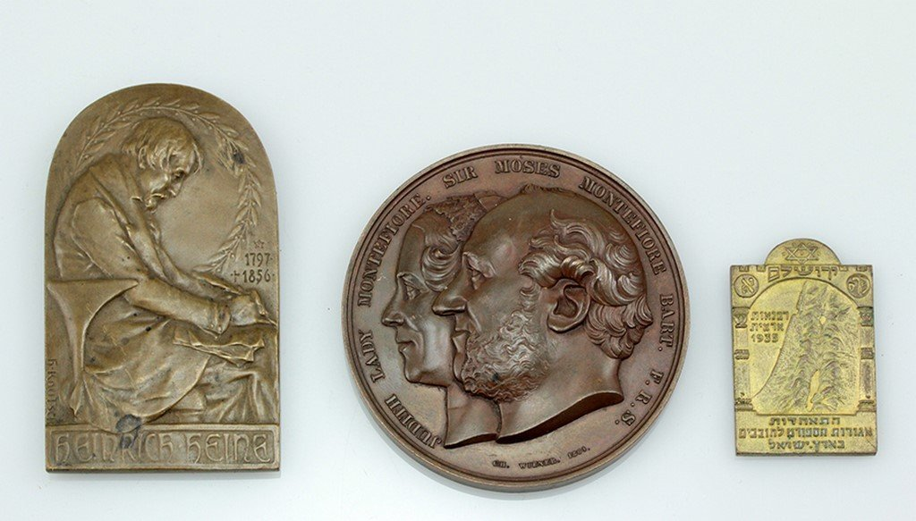 Lot of 3 Jewish related medals and plaques.
