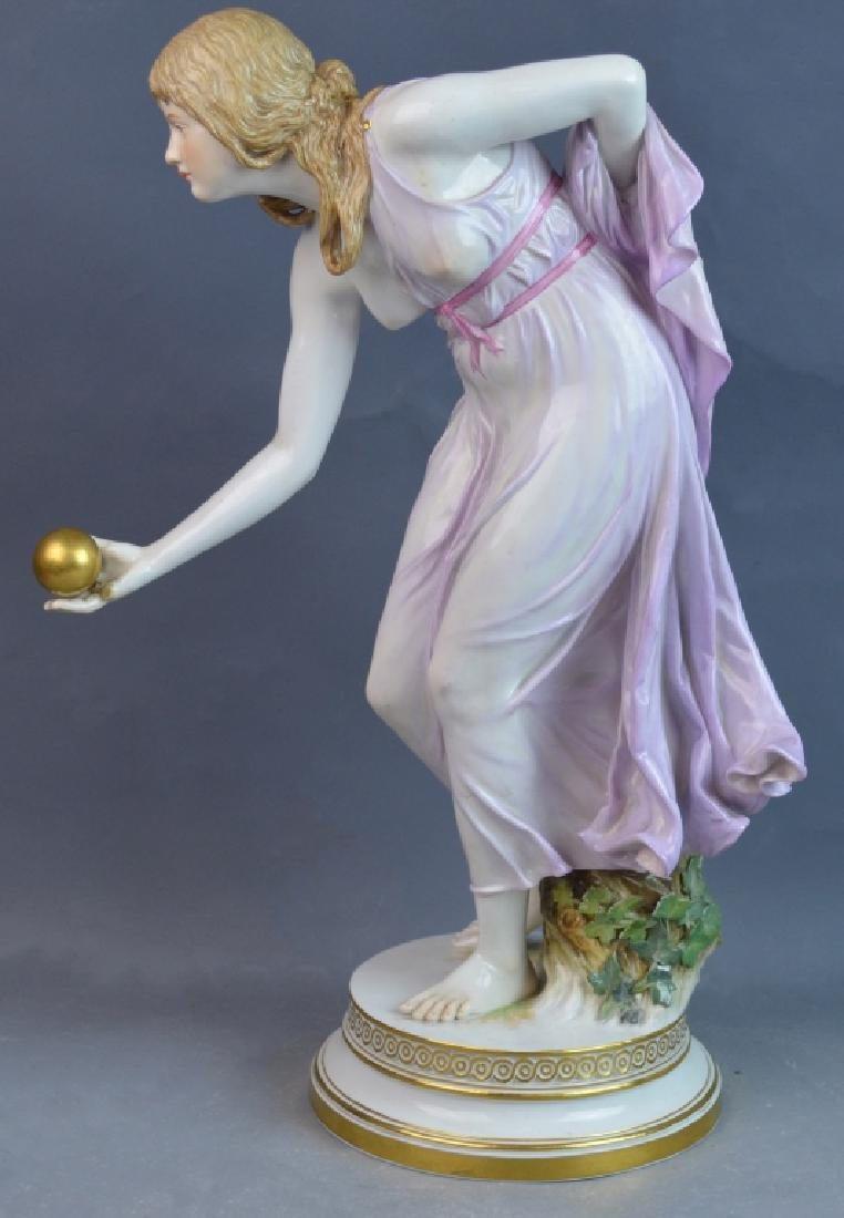 Large Meissen Porcelain Woman Ball Thrower - 2